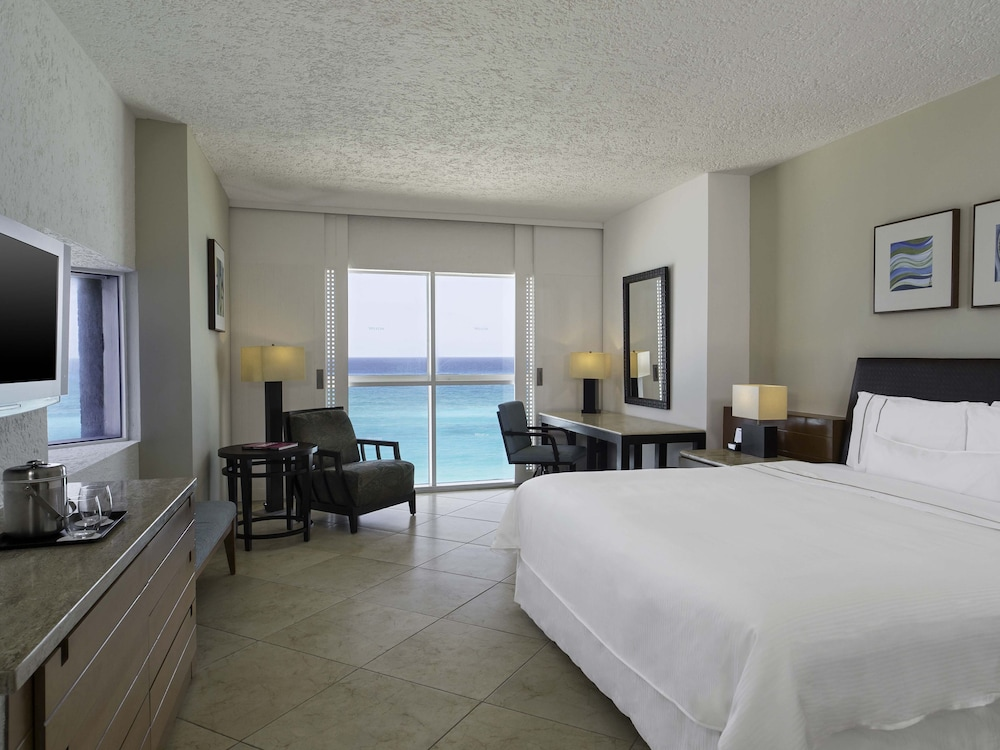 Room, 1 King Bed, Balcony, Lagoon View