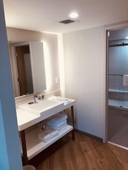 Premium Suite, 1 King Bed, Non Smoking, Bathtub (1 bedroom)