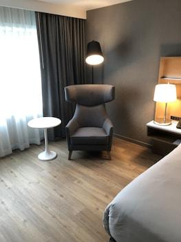 Premium Room, 1 King Bed, Non Smoking, Tower (NonSmoking)