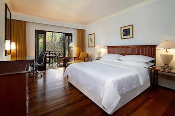 Superior Room, 1 King Bed, Non Smoking, Balcony