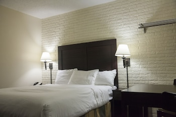 Guestroom at Inns Of Virginia - Arlington in Arlington