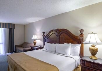 Guestroom at Magnuson Grand Desoto in DeSoto