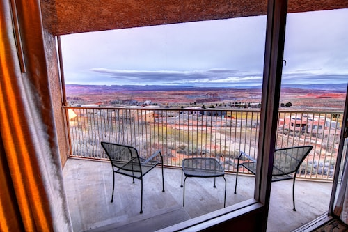 . Quality Inn View of Lake Powell - Page