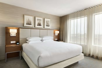 Standard Room, 1 King Bed (Non-Suite)