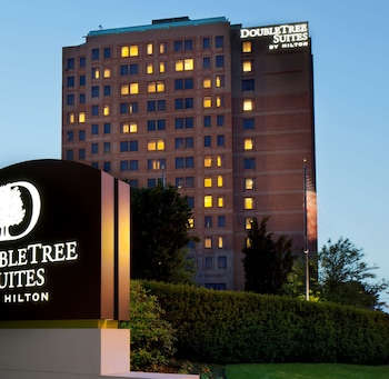 波士頓劍橋希爾頓逸林套房飯店 DoubleTree Suites by Hilton Hotel Boston - Cambridge