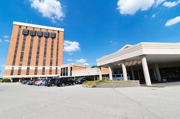 Hotel - Airport Plaza Inn and Conference Center