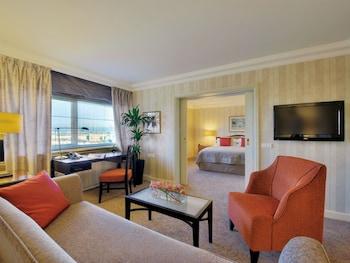 Junior Suite, 1 King Bed, Park View