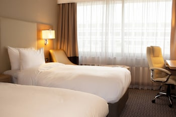 Superior Room, 2 Twin Beds, Non Smoking, View (Runway View)