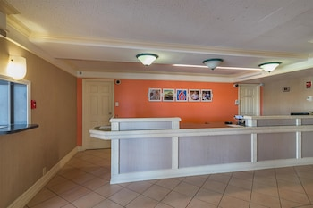 Lobby at Motel 6 Grand Prairie - Interstate 30 in Grand Prairie