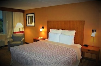 Guestroom at Metro Points Hotel-Washington North in New Carrollton