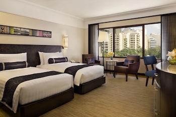 Manila Peninsula Guestroom