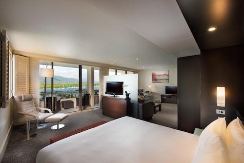 Hilton Cairns, Cairns  - City
