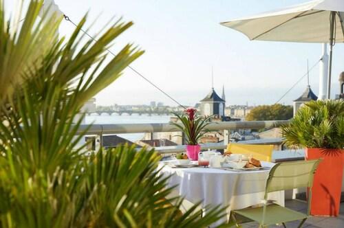 . Mercure Bordeaux Cité Mondiale Centre Ville