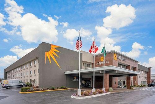 . La Quinta Inn & Suites by Wyndham Seattle Federal Way