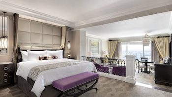 Luxury Suite, 1 King Bed, City View