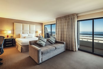 Room, 1 King Bed, Oceanfront (Huntington Tower)
