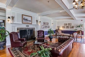 Lobby Sitting Area at Lakeside Inn in Mount Dora