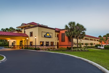 Days Inn by Wyndham Brooksville