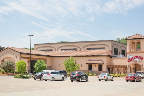 . Ramada Tropics Resort & Conf Center by Wyndham Des Moines