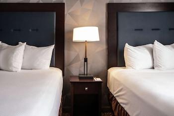 Suite, 2 Queen Beds, Accessible, Bathtub