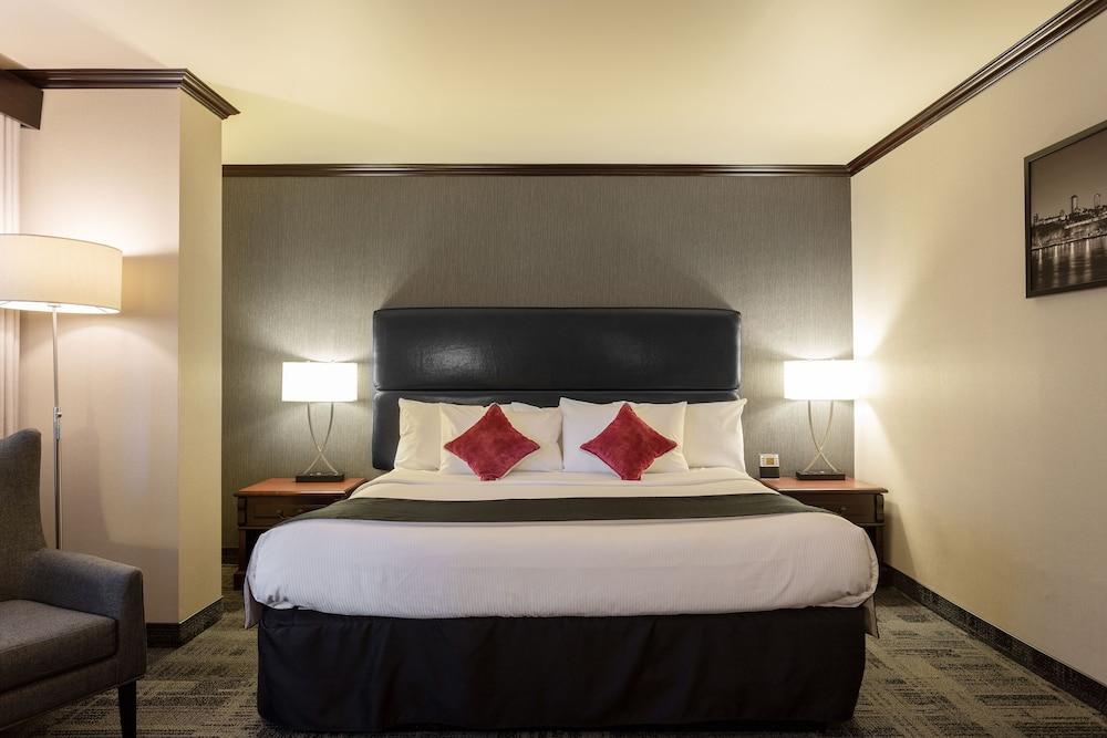 https://i.travelapi.com/hotels/1000000/10000/1700/1624/9257222d_z.jpg