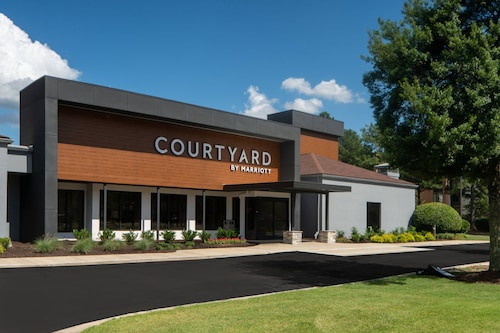 . Courtyard by Marriott Memphis East/Park Avenue