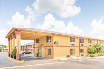 Days Inn & Suites Marshall