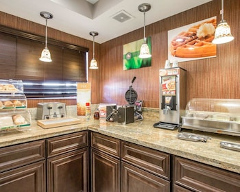 Quality Inn & Suites Woodland - Sacramento Airport - Breakfast Area  - #0