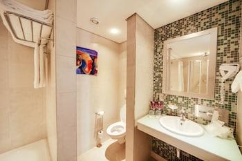 Sheraton Kampala Hotel - Bathroom  - #0