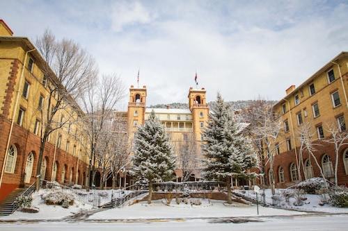. Hotel Colorado