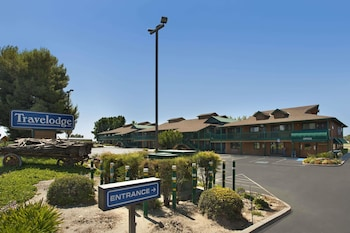 Travelodge by Wyndham Lemoore Near Naval Air Station photo