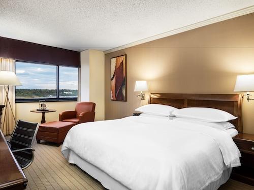 Sheraton Edison Hotel Raritan Center, Middlesex