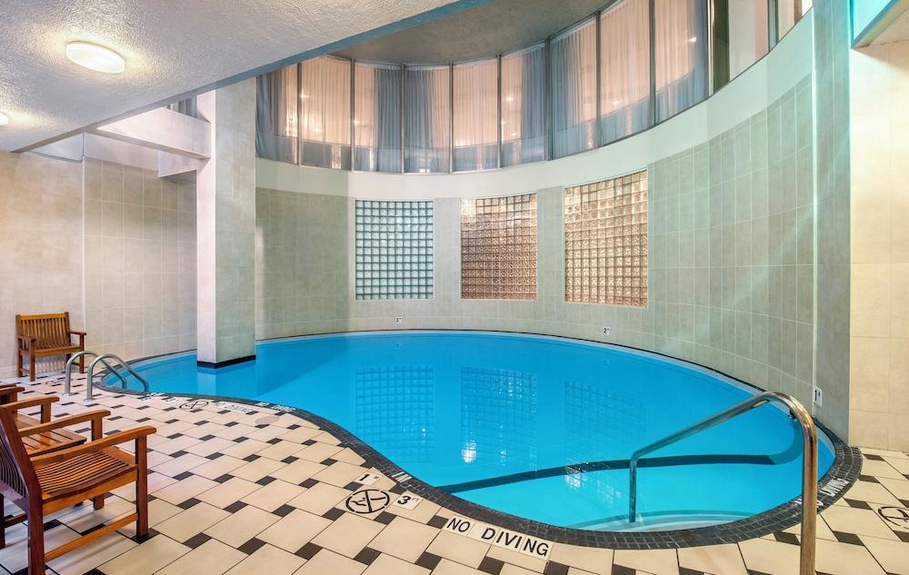 ホリデイ・イン ホテル & スイーツ バンクーバー ダウンタウン