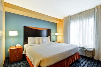Guestroom at Fairfield Inn & Suites Dallas Medical/Market Center in Dallas