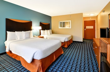 Guestroom at Fairfield Inn & Suites Dallas Medical/Market Center in Dallas