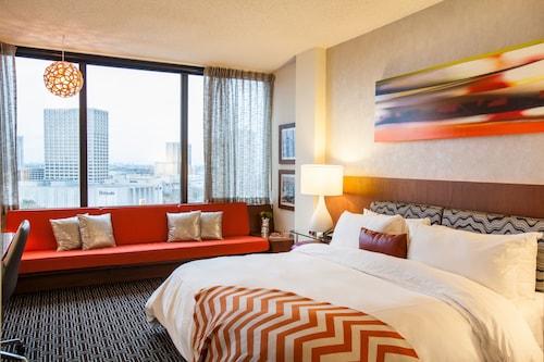 . Hotel Derek