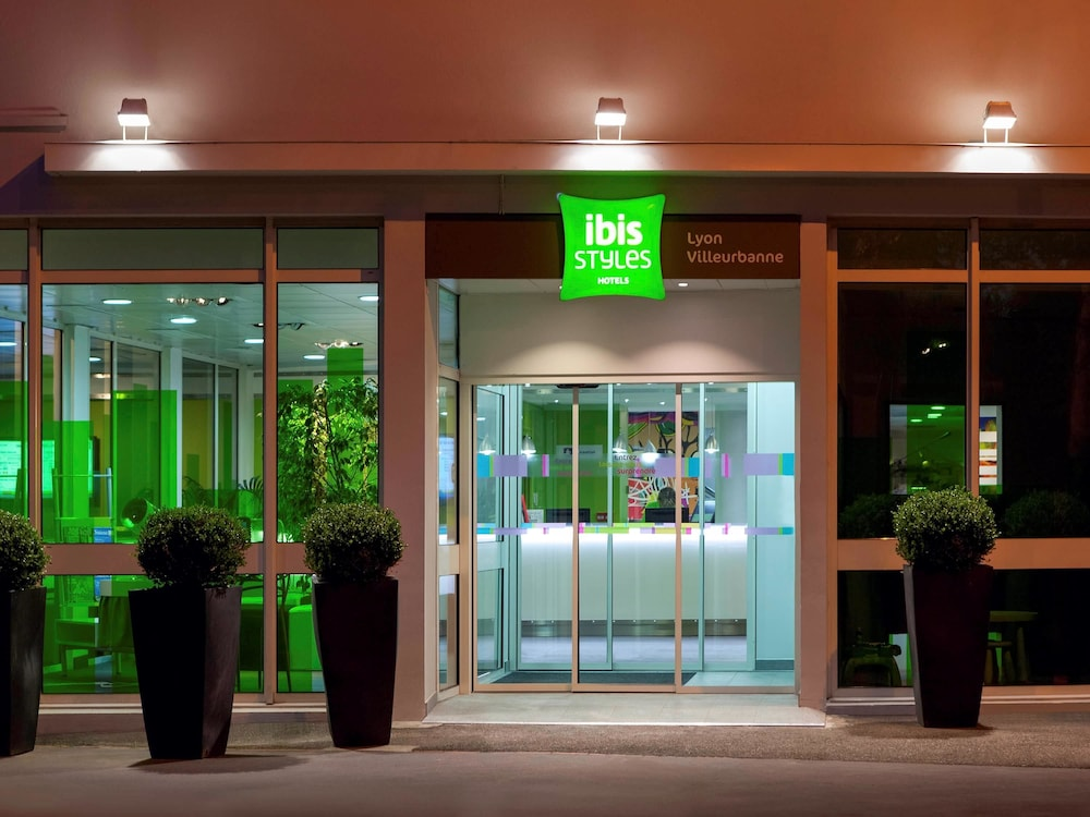 Hotel : Hotel Entrance 1 of 89