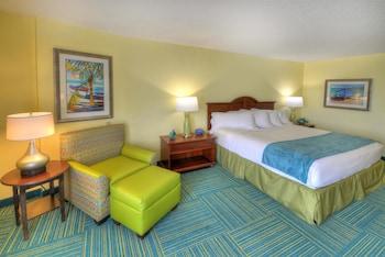 Standard Room, 1 King Bed, Balcony, Ocean View