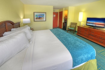 Standard Room, 1 King Bed, Balcony, Pool View
