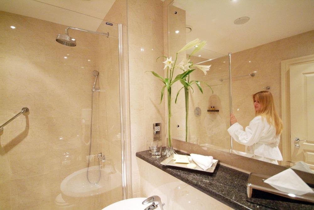 https://i.travelapi.com/hotels/1000000/10000/2000/1991/4968203c_z.jpg