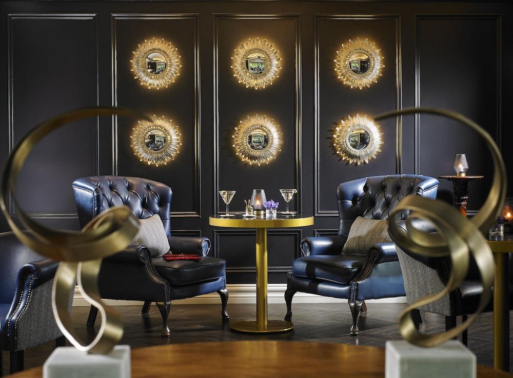 https://i.travelapi.com/hotels/1000000/10000/2000/1991/a0b70968_z.jpg