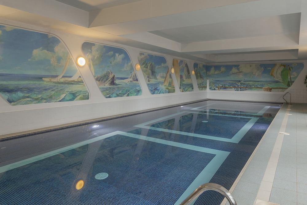 https://i.travelapi.com/hotels/1000000/10000/2000/1991/d355afda_z.jpg