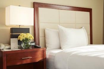 Guestroom at DoubleTree Suites by Hilton Cincinnati - Blue Ash in Cincinnati