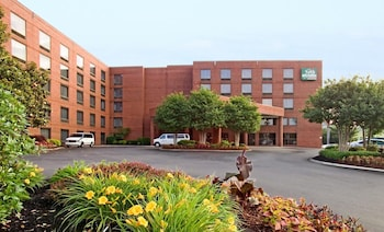 GuestHouse Inn & Suites Nashville / Music Valley
