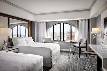 Club Room, 2 Queen Beds, Non Smoking