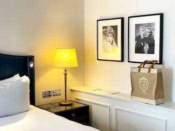 Suite, 1 King Bed (Fashion Break)