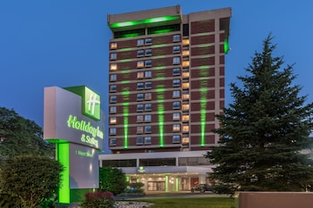 Hotel - Holiday Inn & Suites Pittsfield-Berkshires