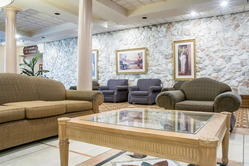 . Quality Inn & Suites Palm Island Indoor Waterpark