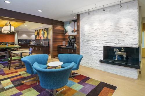 . Fairfield Inn & Suites Oshkosh