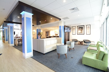 Hotel - Holiday Inn Express & Suites Chicago North Shore - Niles